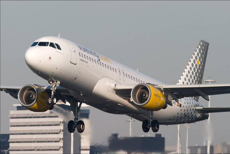 самолет Vueling Arlines